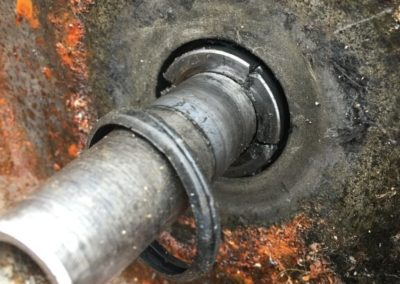 Pozostałość uszczelnienia mechanicznego w pompie ściekowej